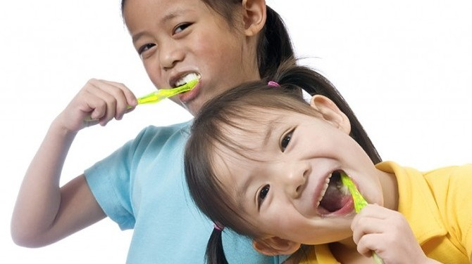 Flossing-For-Children--670x376